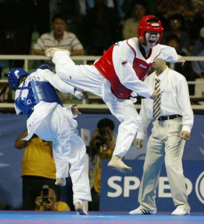 Слики од возбудливи моменти при спаринзи Taekwondo