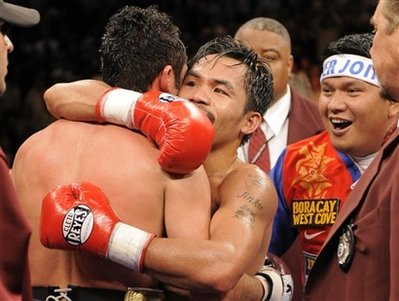 Oscar De La Hoya congratulates Manny Pacquiao