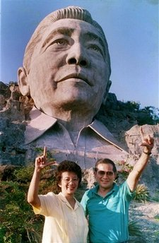 Cory Aquino & Doy Laurel in front of the bust of Ferdinand Marcos